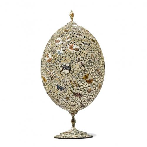 A decorative egg in the form of an ostrich egg