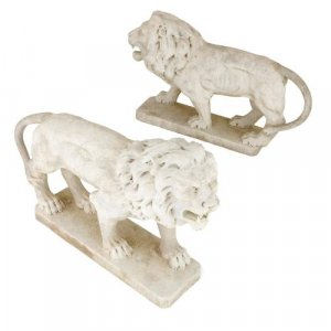 Pair of Neoclassical style Italian marble lion sculptures