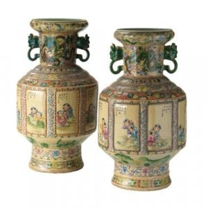 A pair of Qing dynasty porcelain vases