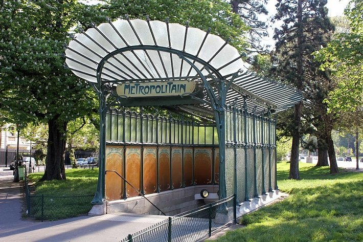hector guimard entrance to porte dauphine metro station