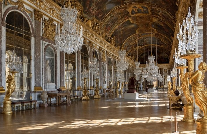 hall of mirrors chandeliers in versailles
