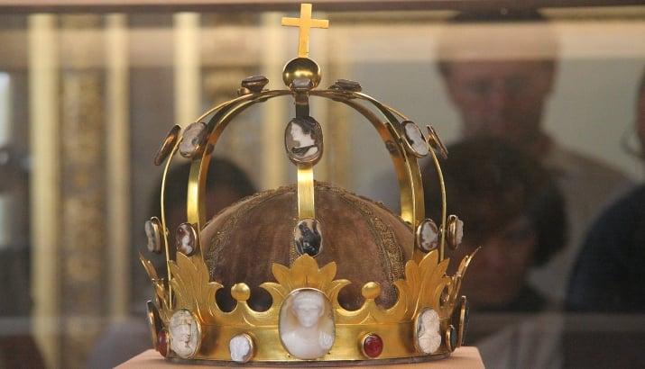 Silver-gilt crown