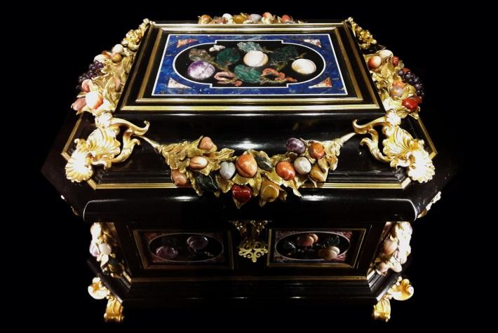 Pietra dura jewellery casket from Renaissance Florence