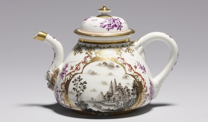 Meissen porcelain teapot with Japanese and Chinese decorations