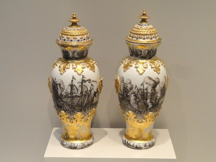 18th century meissen porcelain vases with hunting scenes