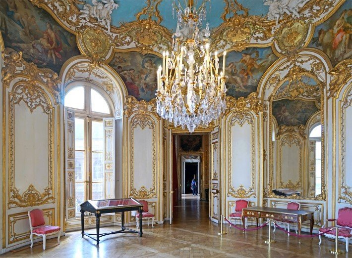 blog rococo style furniture painting and sculpture guide. Black Bedroom Furniture Sets. Home Design Ideas