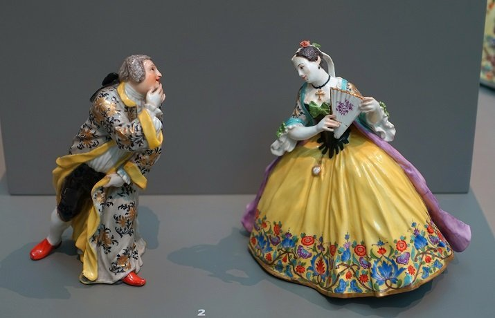 kaendler the thrown kiss meissen porcelain figures