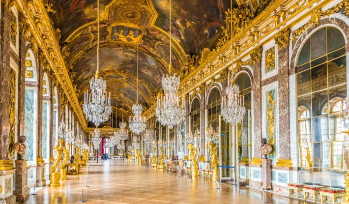 Bohemian chandeliers in the Hall of Mirrors, Versailles